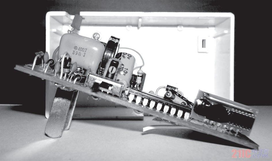 图4(b) 遥控接收电路板(侧面)